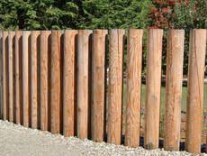 Rundsäulen verwendet als Zaun